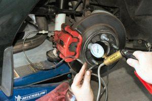 changer liquide de frein voiture